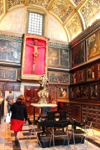 São Roque's sacristy houses a creepy cool series of 17th-century paintings about the life of St. Xavier.