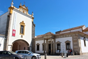 The Church of Lóios is right next door to our Pousada.  The front porch of the hotel dates back to the original convent of 1485 and is one of the few sections left intact after the great earthquake of 1755.