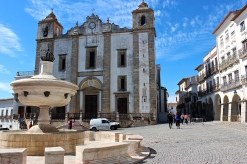 The 16th-century marble fountain in front of the Church of Santo Antao.