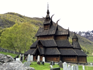Orthodox Christians will recognize the church's basilica plan (cruciform with a semi-circle apse) as a reflection of the days before Norway traded in Catholicism for Lutheranism.