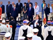 President François Hollande (front row, the guy in the blue tie) presides over the celebrations.