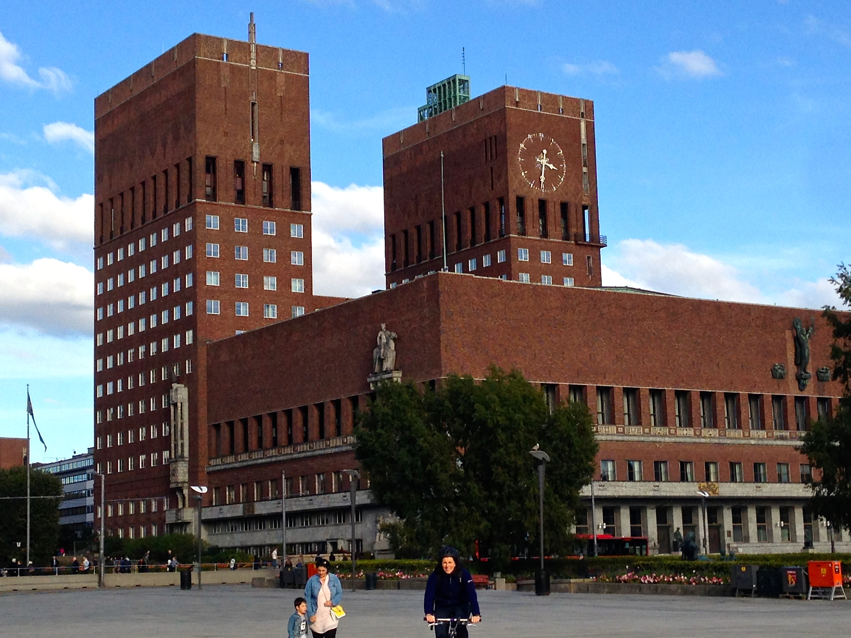 oslo city hall a newbie in norway