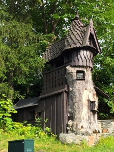 The hobbit-like playhouse designed by an architect.