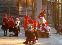 Little ones dressed as nisse.