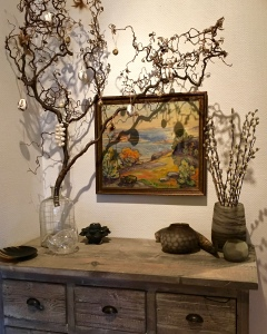 Note my Påskeris with a spun-glass chicken at its base. A vase of pussy willow branches (right) is another common emblem of the coming spring.
