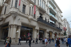 Demirören Shopping Mall on Istiklal Avenue, Beyoğlu district İstanbul. Photo by CeeGee.