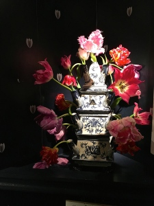 I'm now seriously obsessed with the museum's collection of Dutch tulip pyramids. Sadly, I don't have $350 to spend a vase.