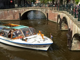 Watching tour boats navigate the canals' twists and bends -- and biting your nails as the pilots negotiate tight squeezes beneath bridges -- could be an entire afternoon's activity.