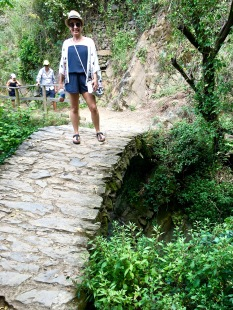 Love this adorable hump-backed bridge along the trail to Monterosso al Mare!