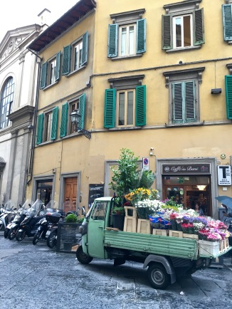 Or, you can navigate Florence's alleys via adorable little trucks.