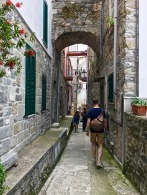 Evocative narrow alleyways snake between towering houses, the walls of which are supported via arches spanning the narrow lanes.