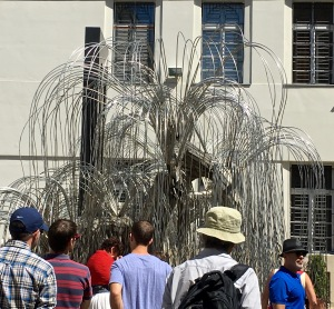Sculptor Imre Varga, Tree of Life, commemorating Holocaust victims, Great Synagogue, Budapest