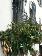Lots of Swiss folks seem to go all out au naturale with their Christmas decorations, piling huge bundles of fresh greens beneath their windows.