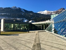 In the wing to the left, the Alpentherme offers a huge sauna with a great view of the Alps. The wing on the right holds a series of indoor pools with jacuzzi jets.