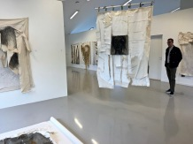 While we were visiting, Galleri Røed had a wonderful exhibition of works by textile artist Grete Riseng. Really stunning pieces, but a little too big for our tiny place and limited wall space, and a bit too dear for our pocketbook.