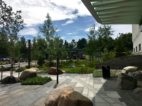 Here, you can see the landscaped plaza in front of the Chancery. In the background is the service entry pavilion alongside an employee parking lot. Across the street is the Njårdhallen Sports Center, which has a public parking facility that has been enlarged and improved, along with new community sidewalks, as part of the Embassy project.