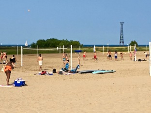 If you're into beach sports like volleyball, a series of courts are available at several different beaches. The ones seen here are up by Montrose Beach, where the sand is really hard, so it's much easier to keep your footing while playing. If you want team members to play with, check out Chicago Sport & Social online, which lists meet-ups.