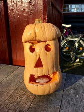 Here's the first real jack-o-lanterns I saw in Norway, creatively made out of a Butternut squash.